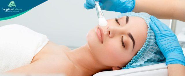 O uso do peeling químico no tratamento de manchas, rugas e cicatrizes.